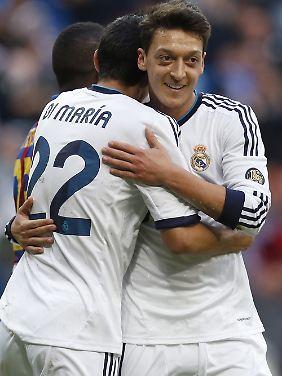"""""""Deutschland und Spanien - was für ein Halbfinale!"""": Mesut Özil."""