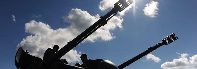 """Zwei drei Meter lange Rohre statt Ohren: Der Turm des """"Gepards"""" kann sich in Sekunden wie ein Karussell um die eigene Achse drehen."""