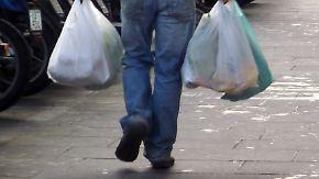 Der Umwelt zuliebe: Plastiktüten sollen etwas kosten