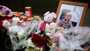 Zweijährige getötet: Mutter und Freund stehen vor Gericht