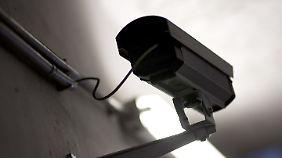 Innenminister Friedrich beharrt darauf: Die Videoüberwachung soll ausgebaut werden.