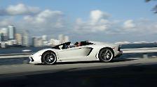 Noch teurer ist der Supersportwagen Lamborghini Aventador Roadster mit abnehmbarem Hardtop.