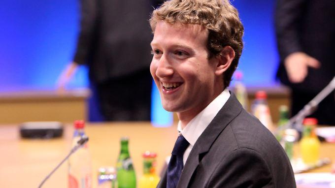 Da freut sich einer: Das Grundgehalt Zuckerbergs stieg 2012 um vier Prozent im Vergleich zum Vorjahr.
