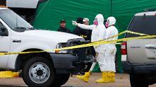 In Schutzanzügen untersuchten Experten die Arbeitsstelle des neuen Verdächtigen.