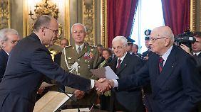 Letta (l.) und Napolitano bei der Vereidigung.