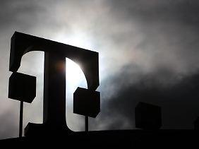 Trotz eines Sturms der Entrüstung hält Telekom-Chef Obermann an seinen Plänen für eine Daten-Obergrenze fest.