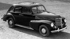 1948 wird die Fertigung des Opel Kapitän nach dem Zweiten Weltkrieg wieder aufgenommen.