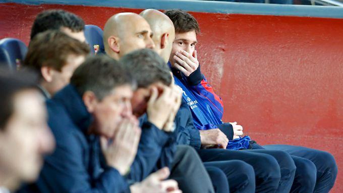 Fassungslose Gesichter auf der Barça-Bank.