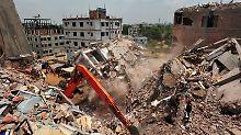 """In den Trümmern wurden """"okay""""-Etiketten an zahlreichen Textilien gefunden."""