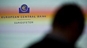 Leitzins auf Rekordtief: Experten warnen vor Negativfolgen