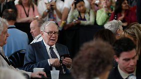 Ein bisschen Spaß muss sein: Buffet bei einer Bridge-Partie mit Aktionären.