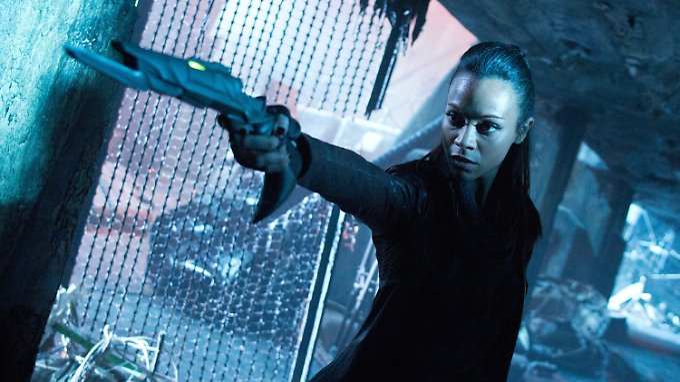 Lieutenant Uhura (Zoë Saldana) schießt scharf.