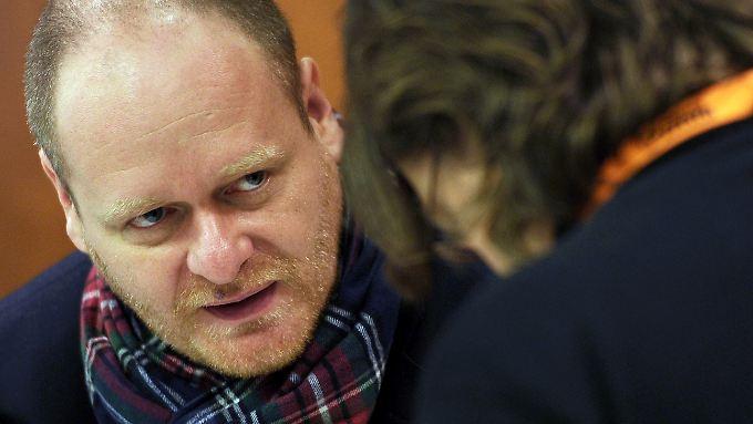 Bernd Schlömer redet seinen Parteifreunden ins Gewissen.