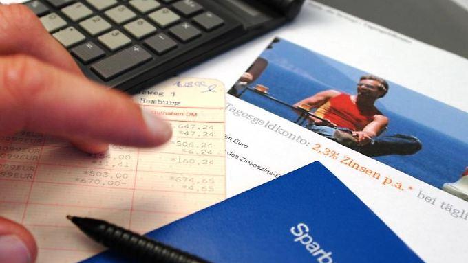 Was rechnet sich? Tagesgeld ist eine sinnvolle Alternative zum Sparbuch. Hohe Renditen dürfen Sparer aber nicht erwarten. Foto:Jens Schierenbeck