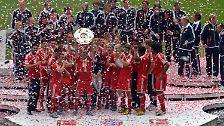 Um 17.39 Uhr ist es so weit, wenige Minuten nach dem 3:0-Sieg des FC Bayern München gegen den FC Augsburg.