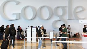 Teilnehmer der jährlichen Konferenz für Software-Entwickler Google I/O 2013. Der Suchmaschinen-Gigant will mit Musik aus der Internet-Wolke punkten. Außerdem bewegt sich das Betriebssystem Android auf die Marke von einer Milliarde Geräten zu. Foto: Christoph Dernbach