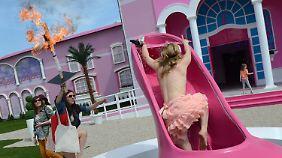 """Barbie brennt am Kreuz: """"Dreamhouse"""" wird zum Schlachtfeld"""