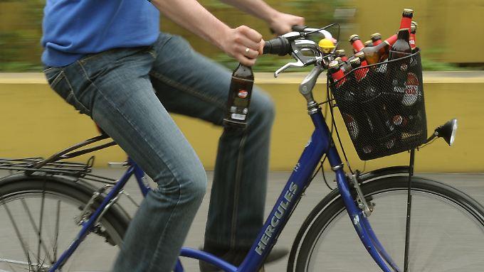 Sicher dürfte sein: Nach dem Konsum von so viel Bier ist das Taxi die bessere Wahl.