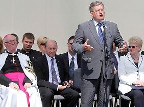 Für Komorowski ist die Schlacht eine historische Zäsur. (Links im Bild sitzt der Hochmeister des Ordens, Bruno Platter neben dem rumänischen Präsidenten Traian Basescu und der litauischen Amtskollegin Dalia Grybauskaite.)