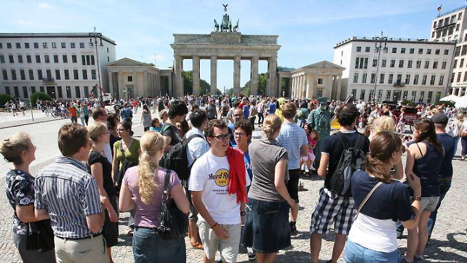Immer voller Touristen: der Pariser Platz vor dem Brandenburger Tor.