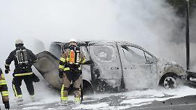 Fünfte Krawallnacht in Schweden: Autos, Schulen und Polizeiwache brennen