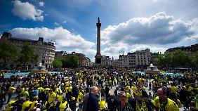 Am Trafalgar Square dominierten die BVB-Fans.