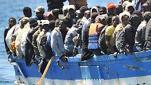 Flüchtlinge aus Nordafrika erreichen meist über die süditalienische Insel Lampedusa das ferne Europa.