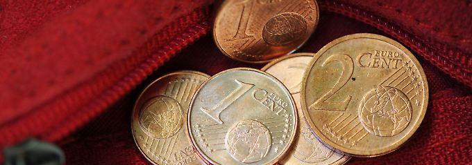 Die Deutschen wollen nach einer Umfrage mehrheitlich auf die kleinen Cent-Münzen nicht verzichten.