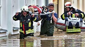 Die Innenstadt wurde evakuiert, die Menschen tun, was getan werden muss. Doch Resignation macht sich breit.