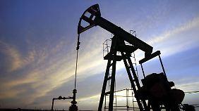 Preis bald bei 20 Dollar?: Billiges Öl hat nicht nur Vorteile