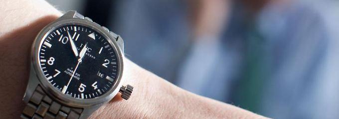 Bloß nicht ohne Uhr auftauchen: Wer im Assessment Center punkten will, sollte penibel auf die Pünktlichkeit achten.