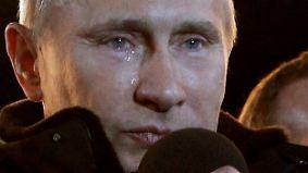 Offenbar ist Putin doch rührseliger, als man es einem Judoka zutrauen würde. Schon nach seiner Wiederwahl im März 2012 liefen ihm Tränen über die Wangen.