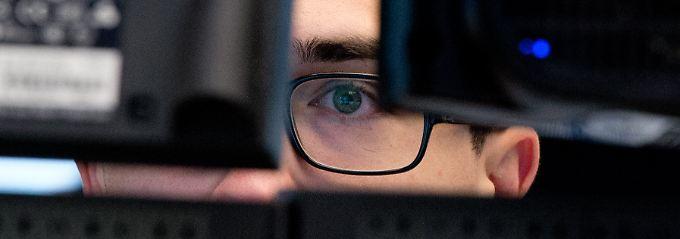 Hinter jedem Monitor ein selbstständig denkender Kopf: Der ZEW-Index setzt sich aus einer Summe von rund 250 Einzeleinschätzungen zusammen.