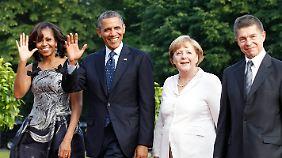 Die Obamas sowie Kanzlerin Merkel und ihr Mann Joachim Sauer treffen zum Dinner ein.