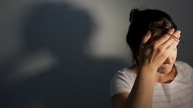 Frauen leiden statistisch gesehen häufiger unter Migräne als Männer.