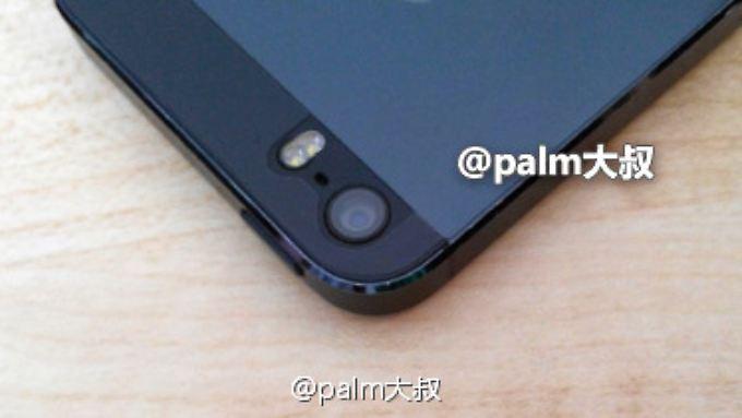Auf diesem Foto, das angeblich das iPhone 5S zeigt, ist deutlich der Blitz mit Dual-LED zu erkennen.
