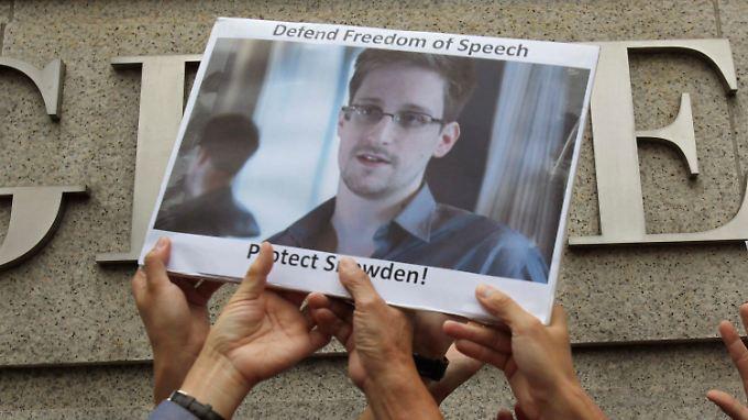 Der Whistleblower Edward Snowden hat viele Anhänger in der Gesellschaft gefunden, die ihn unterstützen und schützen wollen.