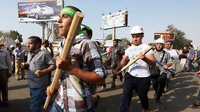 In Ägypten bekämpfen sich Anhänger und Gegner Mursis gegenseitig mit hoher Gewaltbereitschaft.