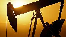 """Opec-Förderkürzung verpufft: """"Hammer""""-Lagerbestände belasten Ölpreis"""