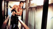 Schwarzenegger lehnte aber auch hier die Hauptrolle ab. Fünf weitere Darsteller standen auf der Liste: Sylvester Stallone, Burt Reynolds, Harrison Ford, Mel Gibson und Richard Gere - keiner bekam die Rolle. Erst dann kam Bruce Willis zum Zug.