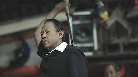 Chang ist schnell bei der Waffe.