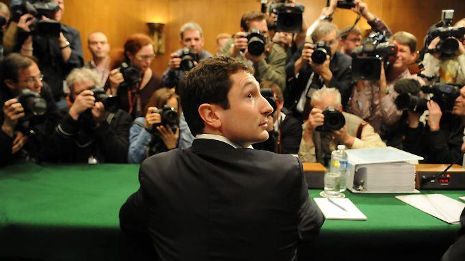 Fabrice Tourre im Jahr 2010 vor dem Untersuchungsausschuss des US-Senats: Der Ex-Goldman-Banker steht nun selbst vor Gericht.
