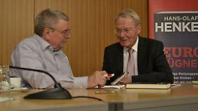 Manfred Bleskin im Gespräch mit dem Autor.