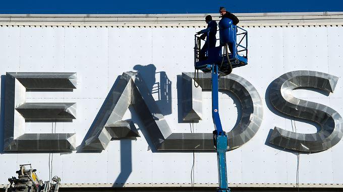 Das Firmenlogo muss der Luftfahrt-Konzern EADS demnächst wohl austauschen.