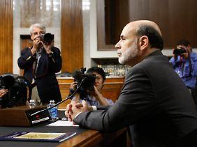 Halbjährlicher Routinetermin: Ben Bernanke hält die Hand am Holster.