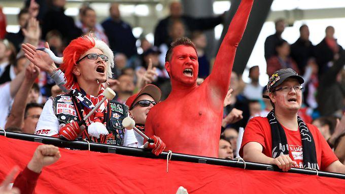 """""""Die Leipziger haben sehnsüchtig darauf gewartet, dass es endlich die Möglichkeit gibt, guten Fußball im Stadion und vor allem in sicherer und friedlicher Atmosphäre zu sehen."""" Sagt Ulrich Wolter, Geschäftsführer bei RB Leipzig."""