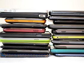 Obwohl es eine Vielzahl verschiedener Modelle und Anbieter gibt, dominieren Apples iPhone und Samsung den Markt.