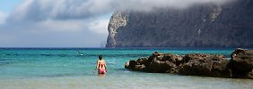 Es darf natürlich auch das Mittelmeer sein: Die Kombination von Salz und Sonne tut der Haut gut.