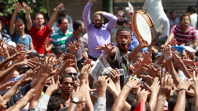 Unterstützer des gestürzten Präsidenten Mohammed Mursi protestieren in Kairo.