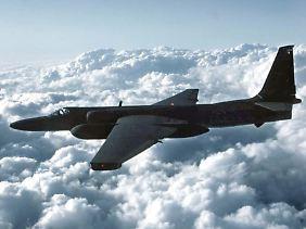 Spionageflugzeuge sind in großer Höhe unterwegs: Ein Aufklärungsflieger des Typs U-2 über den Wolken.